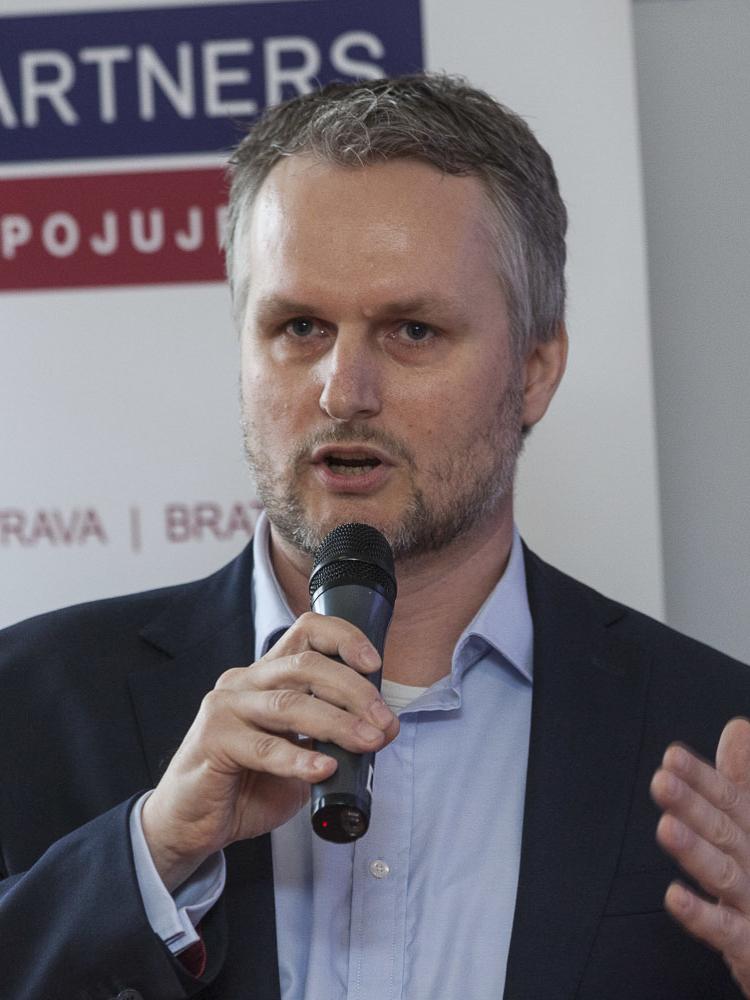 Ján Lalka a kol. o fúzích právnických osob na Slovensku, jejichž právní nástupci skončili v konkurzu nebo restrukturalizaci (2012-2019)
