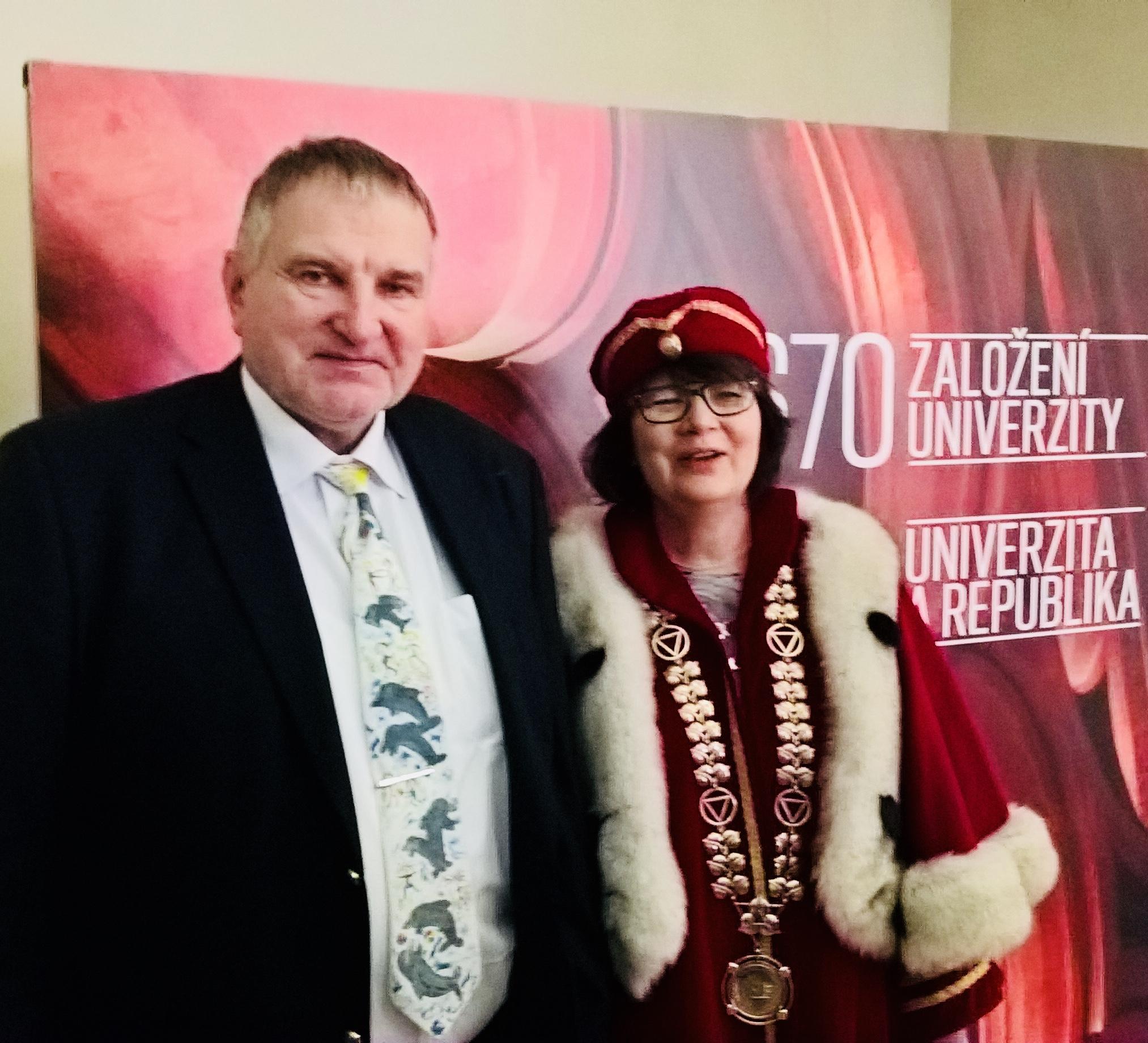 Luboš Smrčka byl dne 18. 12. 2018 v Karolinu jmenován profesorem